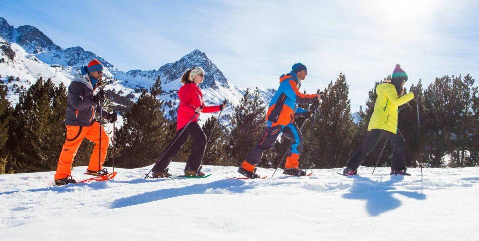 Excursió amb RAQUETES DE NEU a ANDORRA amb Esports Elit Canillo Andorra Si no saps o no vols esquiar, la manera més fàcil de gaudir de les muntanyes blanques d'Andorra és amb raquetes de neu. No necessites cap nivell tècnic i no presenta cap dificultat física. Es tracta d'un passeig insòlit sobre la neu de muntanya amb raquetes als peus. Quan ho hagis provat, repetiràs. Llogar raquetes de neu a Andorra i anar pel teu compte. No et preocupis, t'explicarem exactament quina ruta pots fer. I com funcionen les raquetes de neu. Contractar un guia que et porti i t'ensenyi els llocs meravellosos d'Andorra. https://esportselit.com/ esportselit@andorra.ad Rutes amb raquetes de neu al Principat d'Andorra amb Esports Elit Les rutes guiades amb raquetes de neu a Andorra són activitats esportives